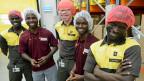 Nestlé wolle die Menschen weiterbringen, sagt der Projektleiter bei Nestlé. In Nigeria etwa, indem die Ausbildung nicht bloss theoretisch sei. Die «Prämie» für einen guten Abschluss ist der Besuch in der Schweiz.