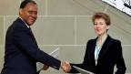 Die fünf Migrationspartnerschaften kosten den Bund bis zu zehn Millionen Franken pro Jahr - und sie verursachen offenbar viel Aufwand in der Verwaltung. Bild: Im Februar 2011 wurde die Partnerschaft zwischen der Schweiz und Nigeria besiegelt.