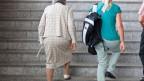 Das Rentenalter wird auch für Frauen von heute 64 auf 65 Jahre erhöht.