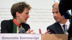 Bundespräsidentin Simonetta Sommaruga und Aussenminister Didier Burkhalter an der Bundesratsmedienkonferenz zum Thema Syrienflüchtlinge.