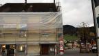 Im Zentrum der Kantonshauptortes Appenzell  wird umgebaut. Blick auf ein eingerüstetes Haus.
