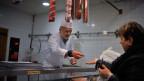 Für die Metzger, die zum «verarbeitenden Gewerbe» zählen, gestaltet sich die Lehrlingssuche schwierig. Gleich geht es der Handwerkerbranche.