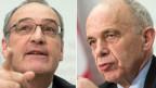 Der neue Bundesrat Guy Parmelin (l) wird Verteidigungsminister. Ueli Maurer (r) übernimmt das Finanzdepartement.
