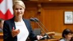 SRG-Kritikerin Natalie Rickli hat gegen den Willen des Bundesrates durchgesetzt, dass dessen Bericht auch radikale Abbauszenarien für die SRG aufzeigen muss.
