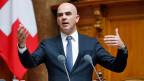 Bundesrat Alain Berset setzt sich im Nationalrat vergeblich für einen Ärztestopp ein.