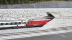 Der Gotthard Basistunnel besteht aus zwei 57 km langen Einspurröhren. Er verbindet das Nordportal in Erstfeld mit dem Südportal in Bodio. Mit dem Bau der neuen Eisenbahn-Alpentransversale (NEAT) entsteht eine schnelle und leistungsfähige Bahnverbindung. Die neue Gotthardbahn ist eine Hochgeschwindigkeitsstrecke auf welcher Reisezüge mit Spitzengeschwindigkeiten bis zu 250 km/h werden verkehren können.