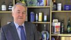 Fritz Etter, Noch-Chef der Eidgenössischen Alkoholverwaltung, spricht in seinem Büro über Alkohol, seine Pensionierung – und die Kater nach Silvesterfeiern.
