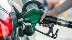 Bis zu drei Franken würde der Liter Benzin kosten, wenn am 8. März 2015 die Initiative «Energie- statt Mehrwertsteuer» angenommen würde.