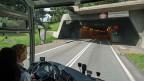 Auch Verkehrsministerin Doris Leuthard soll zu einem früheren Zeitpunkt in der zuständigen Kommission gesagt haben, die Schweiz würde doch kaum zwei Tunnels bauen und dann je eine Spur leer lassen, das erinnere sie an Seldwyla. Inzwischen hat sie ihre Meinung geändert.