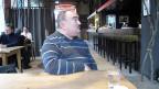 Das RAV hat den 62-jährigen Jonel Samanc ins Programm des Restaurants Libelle geschickt. Es ist es vielfältige Gruppe von Menschen - Arbeitslose, Flüchtlinge, Sozialhilfeempfänger oder Menschen mit leichten Behinderungen - die hier den Einstieg oder Wiedereinstieg in die Arbeitswelt versucht.