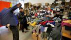 Kleiderausgabe in der Sammelstelle für Flüchtlinge und Asylsuchende in Buchs.