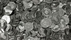 Wichtigste Aufgabe der Swissmint ist das Prägen der Schweizer Umlaufmünzen. Als nationales Kompetenzzentrum für das Münzwesen ist Swissmint auch zuständig für Echtheitsprüfungen und Expertisen erstellt.