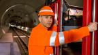Mit Tempo 200 und Testlokführer Heinz Zech im Führerstand durch den längsten Tunnel der Welt: Die Testfahrt durch den Gotthard-Basistunnel.