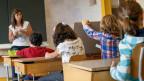 Der neue Lehrplan gibt nicht mehr vor, was die Schüler wissen müssen, sondern was sie können müssen. Die Kritiker glauben, der Schulstoff könnte zu kurz kommen.