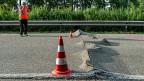 Das Schweizer Strassennetz braucht neue Einnahmen, der Ständerat will Autofahrer und Autofahrerinnen schonen – und sich bei der Bundeskasse bedienen.