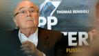 Blatter wollte Fussball-Fan Nkurunziza vom Präsidentenstuhl weglocken: «Lass doch diese dritte Amtszeit, komm lieber zur Fifa.» Bild: Sepp Blatter bei der Präsentation des Buches von Thomas Renggli.