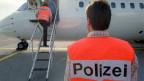 Ein Schweizer Ausschaffungsflug kostet etwa 14 000 Franken, ein EU-Flug etwa 3000 Franken. Symbolbild.