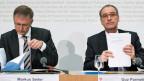 An der Medienkonferenz vom 2. Mai 2016 präsentieren der Nachrichtendienstchef Michael Seiler und Bundesrat Guy Parmelin den neusten Sicherheitsbericht.