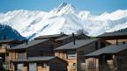 Trotz Gesetz ist es in einzelnen Fällen immer noch umstritten, wie mit dem Bau neuer Zweitwohnungen umgegangen werden soll. Bild: Ferienwohnungsüberbauung im Val Lumnezia.