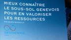 «Mieux connaître le Sous-Sol Genevois», steht auf einem Plakat, das für das Genfer Geothermie-Projekt wirbt.