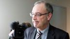 Ob Guy Parmelin in den Ausstand hätte treten müssen, will Bundesrat Schneider-Ammann zurzeit nicht beurteilen. Parmelin habe diese Frage selber beantwortet. Der Verteidigungsminister hatte am Vortag zugegeben, dass er einen «politischen Fehler» gemacht habe.