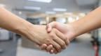 Die Verweigerung des Handschlags vermittle das Bild eines geringeren Stellenwerts der Frau, so das Gutachten.