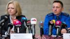 Barbara Loppacher, leitende Staatsanwältin (links) und Markus Gisin, Chef Kriminalpolizei der Kantonspolizei Aargau, informieren die Medien.