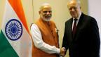 Der indische Premierminister Narendra Modi ist zu Gast in der Schweiz und wird von Bundespräsident Johann Schneier-Ammann in Genf begrüsst.