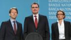 Thomas Jordan, Direktor der Schweizerischen Nationalbank (SNB) (Mitte),Fritz Zurbrügg, Vizepraesident (links) und Andrea Mächler, Mitglied des Direktoriums, präsentieren die geldpolitischen Entscheide der SNB am 16. Juni 2016 in Bern.