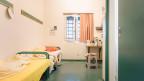 Wie schafft man Jugendliche humaner aus? Zelle im Flughafengefängnis in Kloten im Kanton Zürich.