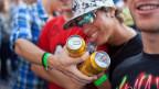An Festivals stehen die Barkeeper häufig unter Zeitdruck. Umso seltener wird das Alter der Jugendlichen kontrolliert. Symbolbild.