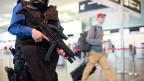 Terrorbekämpfung: In dringenden Fällen möchte der Bund Verdächtigen die Reisepapiere präventiv entziehen.
