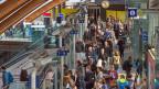 Zuwenig Platz auf Strasse und Schiene: Der Bundesrat prüft Wege um die Mobiltät zu lenken.