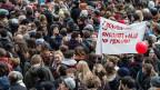 Tausende Personen demonstrieren gegen die Masseneinwanderungsinitiative am 1. März 2014 auf dem Bundesplatz in Bern.