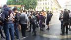 «Pokemon Go» zieht zurzeit viele in Bann. Bild: Jugendliche auf dem Bundesplatz.