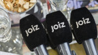 Mikrofone, deren Poppschutz mit «JOIZ» angeschrieben ist.