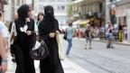 Zwei Burkaträgerinnen in Genf.