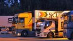 Lastwagen auf dem Rastplatz Hurst bei Lyssach.