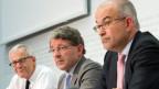 Kurt Fluri, FDP-SO, Heinz Brand, Präsident der Staatspolitischen Kommission des Nationalrats, SVP-GR, und Gregor Rutz, SVP-ZH, an der Medienkonferenz der Staatspolitischen Kommission (SPK) (von links).