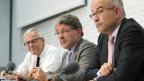 Kurt Fluri (FDP), Heinz Brand, Praesident der Staatspolitischen Kommission des Nationalrats (SVP) und Gregor Rutz, SVP an der Medienkonferenz