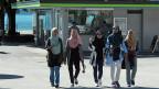Bei Touristinnen gehen die Meinungen der Brienzer Hotelière und des Kandersteger Hoteliers auseinander. Geht es aber um Menschen, die sich in der Schweiz niederlassen, finden beide: Diese sollen sich anpassen – und den Schleier lüften. Bild: Arabische Touristinnen in Brienz.