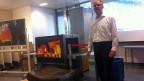 Andy Heitz, Mitglied der Axpo-Geschäftsleitung mit einem kleinen Teil des nachgeschmiedeten Teststücks.