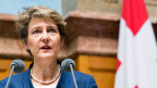 Die Ratsrechte möchte dem Familiennachzug für Asylsuchende ganz den Riegel schieben. Dagegen wirft sich aber Bundesrätin Simonetta Sommaruga ins Zeug – und von links bis in die Mitte schliessen sich in diesem Fall die Reihen hinter ihr.