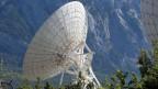 Die Satellitenanlage mit Parabolantennen auf dem Plateau von Brentjong oberhalb von Leuk im Kanton Wallis.