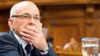 Auch Finanzminister Maurer hat sich in der Debatte geäussert: Entweder wird das Geld dem sogenannten Amortisationskonto belastet, also abgeschrieben. Oder es muss im Rahmen der Schuldenbremse im Budget eingespart werden. Auf jeden Fall fehlt es in der Bundeskasse.