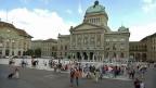 Entschuldigung, was halten sie von einer sanften Umsetzung der Masseneinwanderungs-Initiative? Die Antnworten auf dem Bundesplatz sind so vielfältig wie die Bevölkerung in der Schweiz.
