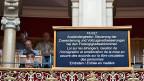 «Ausländergesetz. Steuerung der Zuwanderung und Vollzugsverbesserungen bei den Freizügigkeitsabkommen. Eintreten», steht auf einem Bildschirm im Nationalratssaal.