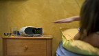 Jugendliche verbringen täglich über vier Stunden im Netz; mehr Zeit, als sie mit Radiohören, Fernsehschauen und Zeitunglesen verbringen.
