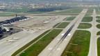 Der Flughafen Zürich gilt als einer der komplexesten der Welt, was An- und Abflüge betrifft - wegen der zahlreichen Kreuzungspunkte am Boden und in der Luft.