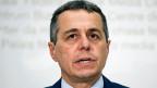 Kein geringerer als FDP-Fraktionschef Ignazio Cassis lanciert die Idee: Unternehmen sollen ihre Mehrbelastung bei den Pensionskassen, die zusätzlichen Arbeitgeber-Beiträge, auffangen ... indem sie den Angestellten für einen bestimmten Zeitraum die Lohnerhöhungen streichen.
